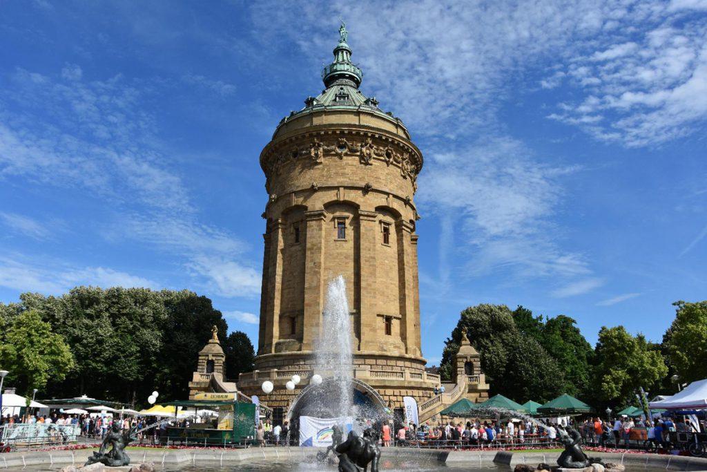 Der Mannheimer Wasserturm nahe Feudenheim