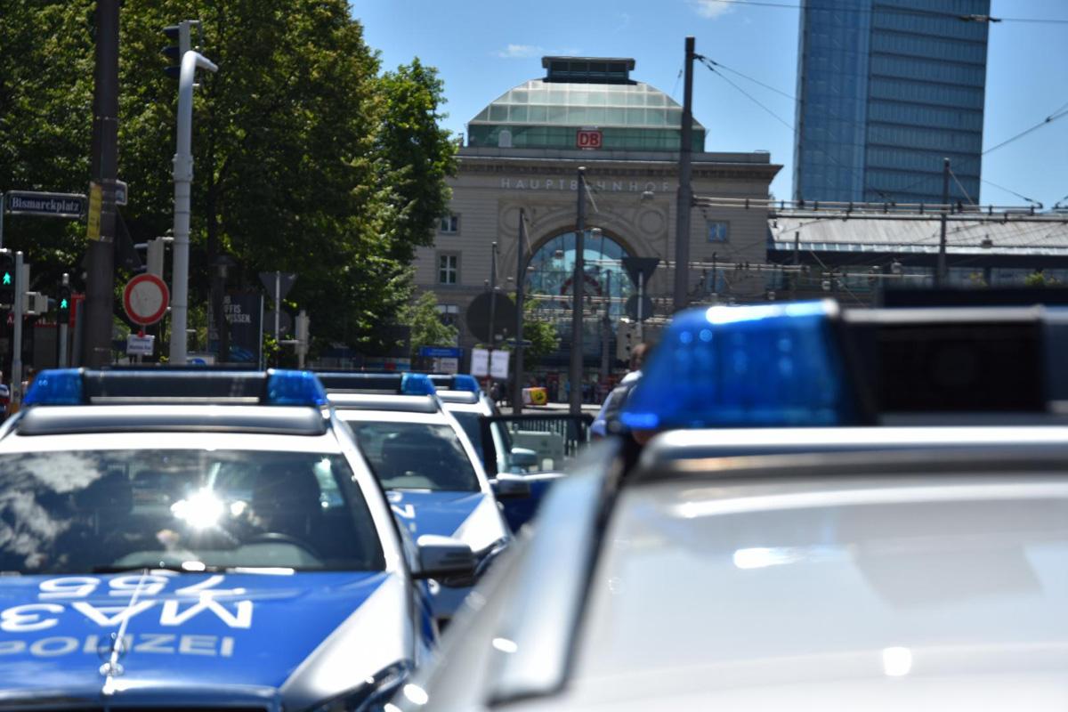 Mannheim: Unfall mit zwei Leichtverletzten - Verursacher flüchtig - Zeugen gesucht