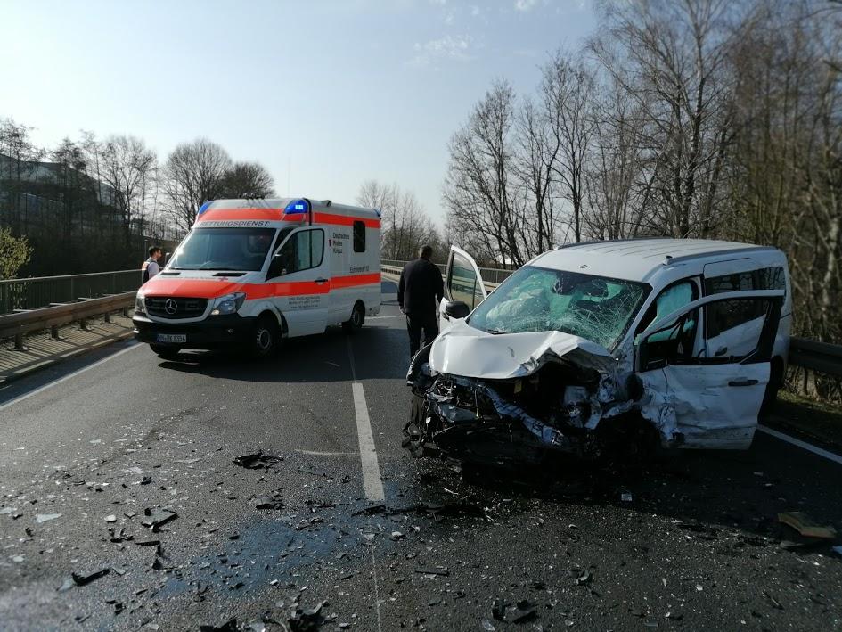 Gemmingen: B293 nach schwerem Unfall gesperrt (mit Fotostrecke)