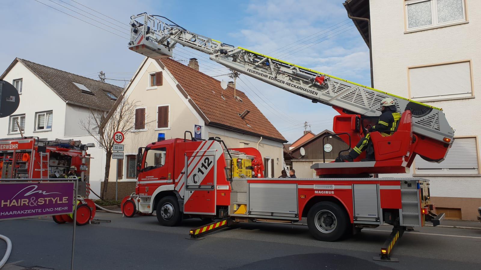 Edingen-Neckarhausen: Werkstattbrand fordert Großeinsaz der Feuerwehr
