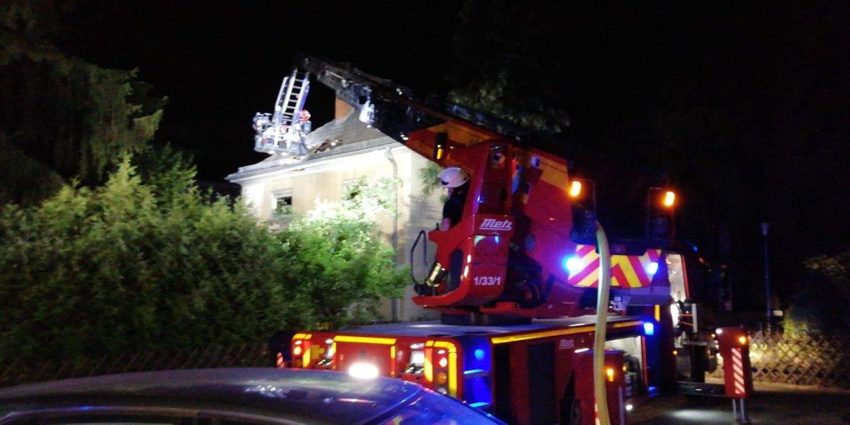 Heidelberg: Dachstuhlbrand im Wieblinger Weg - Feuerwehr im Einsatz