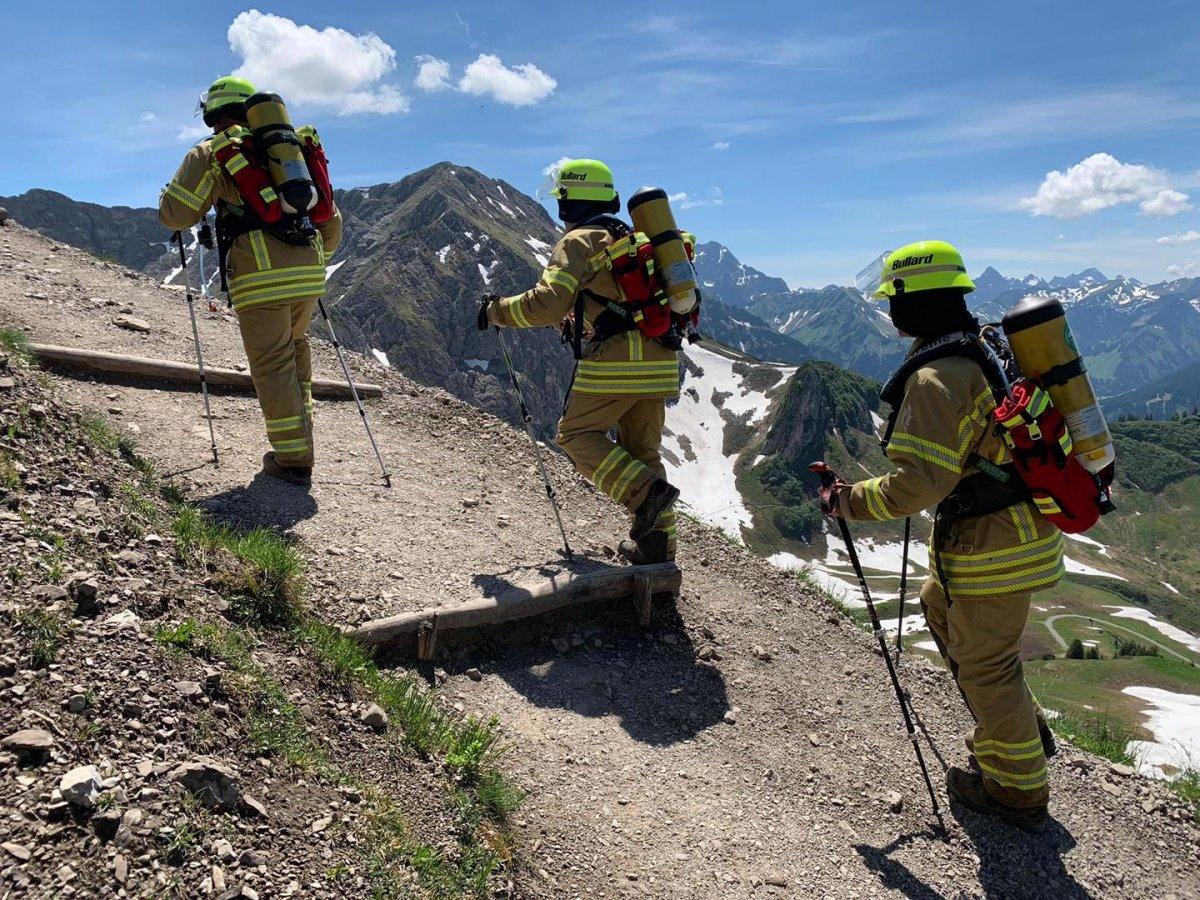 Mannheim: In voller Feuerwehrmontur über die Alpen