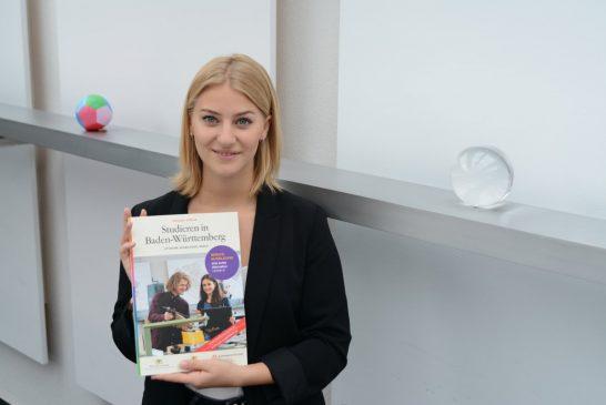 """Schulabschluss und dann? Neue Ausgabe """"Studieren in Baden-Württemberg"""" 2019/20 für Schülerinnen und Schüler"""