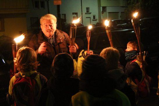 Weinheim: Im Feuerschein zur Sagenwelt - Kinder-Fackelführung am 16.11.2019 durch die Altstadt