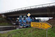 Bad Friedrichshall: Tieflader blieb an B27-Brücke hängen