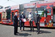 """Mannheim: rnv als """"Partner der Feuerwehr"""" ausgezeichnet"""