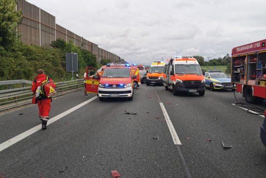 Sinsheim: schwerer Verkehrsunfall auf Autobahn 6 Fahrtrichtung Mannheim - mehrere Fahrzeuge beteiligt