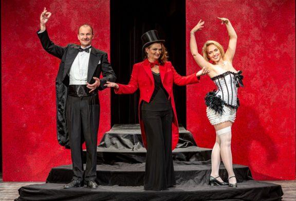 Theater mit Witz und Symbolik am Sonntag, 19. Juli, im Weinheimer Kultursommer unterm Schlossturm