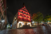 In Weinheim sollen über Winter markante Gebäude leuchten – Sparkasse als Sponsor - Wer will mitmachen?