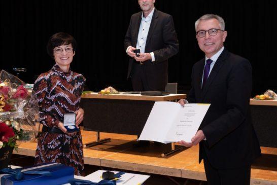 Über 60 Jahre Kompetenz verlassen den Rhein-Neckar-Kreis Abschied vom Stellvertreter des Landrats, Erster Landesbeamter Joachim Bauer, und Sozialdezernentin Stefanie Jansen