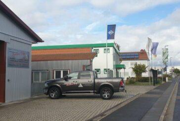Die Zimmerei Gerhard Erny verlängert ihren Vertrag und bleibt Business-Club Partner unserer Buwe