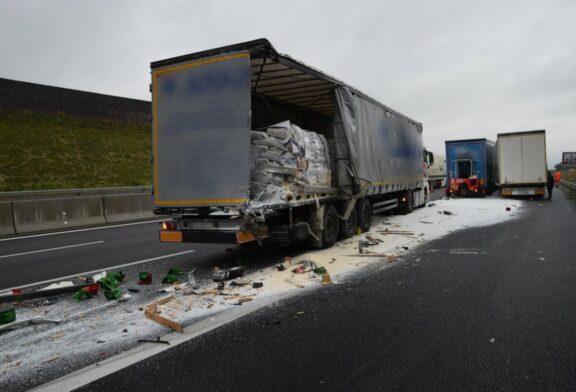 A6/Bad Rappenau: Unfall mit 3 LKW sorgt für Straßensperrung - LKW verliert Ladung mit Gelatine !