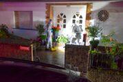Bammental: Zwei Bewohner eines Mehrfamilienhauses durch Stiche schwer verletzt; Polizeibeamte setzen Dienstpistole gegen Tatverdächtigen ein