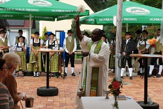 Segnung Pfarrer Igbo